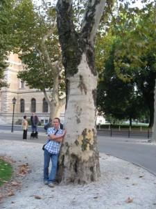Я и немноговековое дерево (два дуба, ха-ха-ха!)