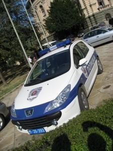 Полиция в Белграде ездит на пежо