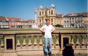 Я в Тимишоаре (Румыния), на центральной площади. 2001 год
