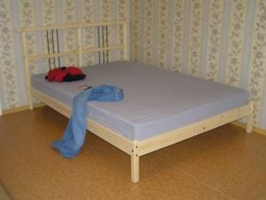 Кровать собрана. Можно валяться!