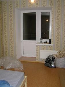 Вид в спальне со стороны входа в нее