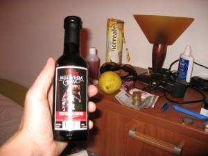 """Купили в магазине вино """"Медвежья кровь"""", но не осилили даже такую маленькую бутылочку"""