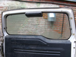 Пятая дверь Pajero IO перед снятием. Вид изнутри