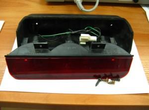 Дополнительный стоп-сигнал с тремя лампами. Вид сбоку