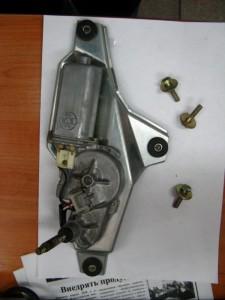 Моторчик щетки с пятой двери