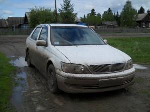 Остановка в Усть-Бакчаре. Машина еще не очень грязная