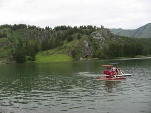 По водохранилищу можно покататься на катамаранах