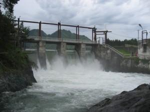 Чемальская ГЭС - небольшая. Ее энергия используется для санатория и несколькими жилыми домами
