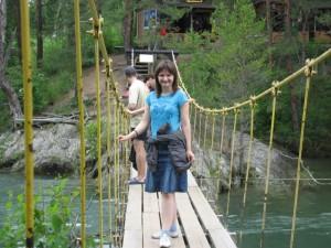 По такому мостику нужно идти не в ногу и ограниченным числом человек