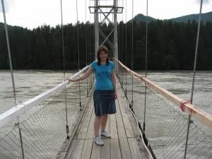 По очередному мостику переходим через Катунь
