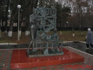 Памятник первой учительнице в Учительском сквере
