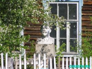Владимир Ильич Ленин, точнее, его бюст