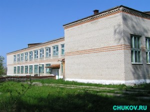 Вид на Бундюрскую школу со стороны кочегарки
