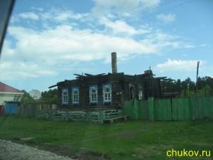 Сгоревший дом с красивыми наличниками